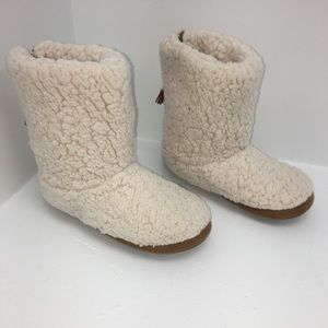 Shoes - Fuzzy House Slippers